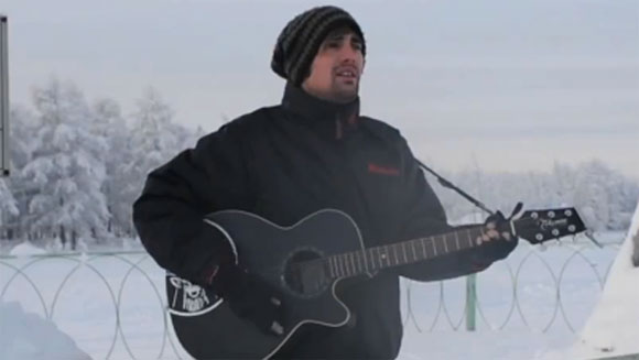 Charlie Simpson plays world's coldest concert with -30˚C Siberia gig