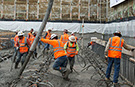 LA construction workers break record for largest concrete pour for new Wilshire Grand - video