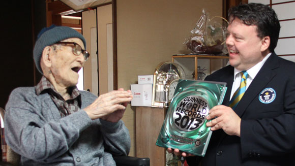 Oldest living man welcomes Guinness World Records editor to his home