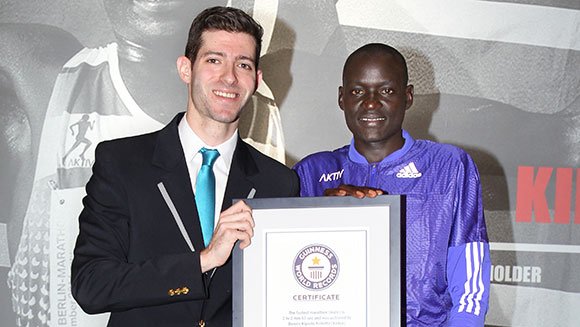 Dennis Kimetto honoured with Guinness World Records certificate ahead of Virgin Money London Marathon showdown
