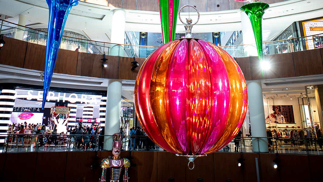 "Record-breaking Christmas bauble creates ""must-see"" spectacle in shopping centre"