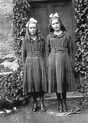 Evelyn and Edith when they were young.jpg