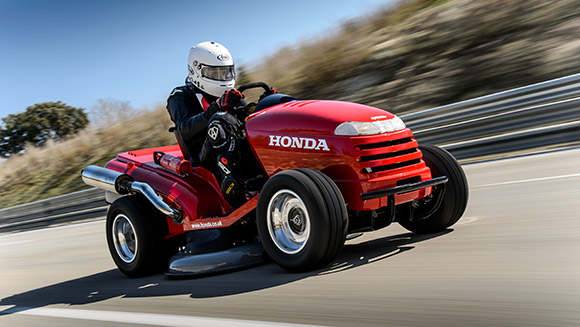 Video: Honda breaks fastest lawnmower world record with 116mph 'Mean Mower'