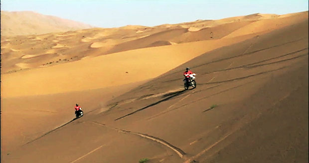 Fastest-time-to-ascend-a-sand-dune-on-a-motorcycle-2
