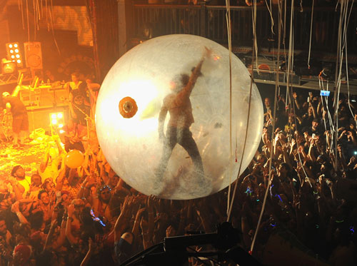 Flaming-Lips-ball.jpg