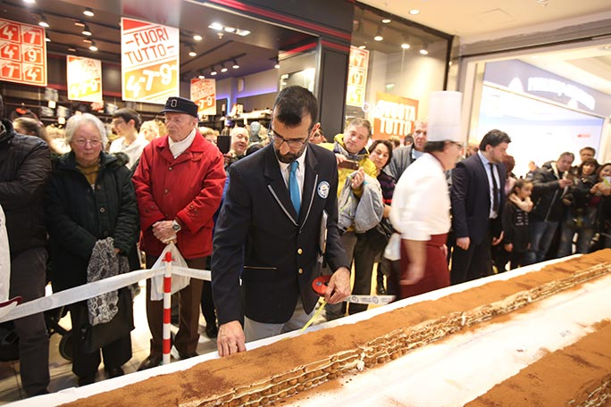 GWR adjudicator Lorenzo Veltri measuring the longest tiramisu