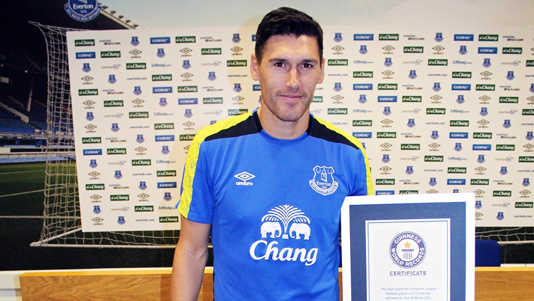 Gareth Barry breaks Ryan Giggs' Premier League appearance record