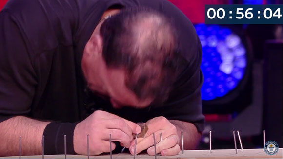 Hammer Head: Pro wrestler nails world record with his forehead - Guinness World Records Italian Show