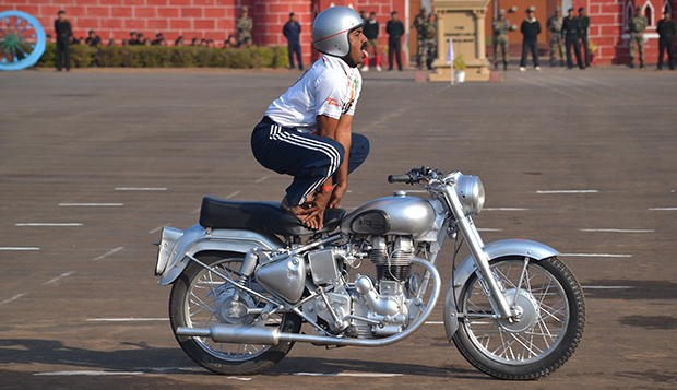 Hav Ramesh Most consecutive yoga positions on a motorcycle