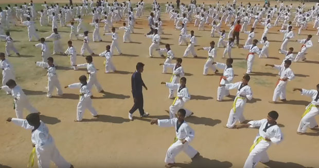Martial Arts World Records and Stunts - Page 7