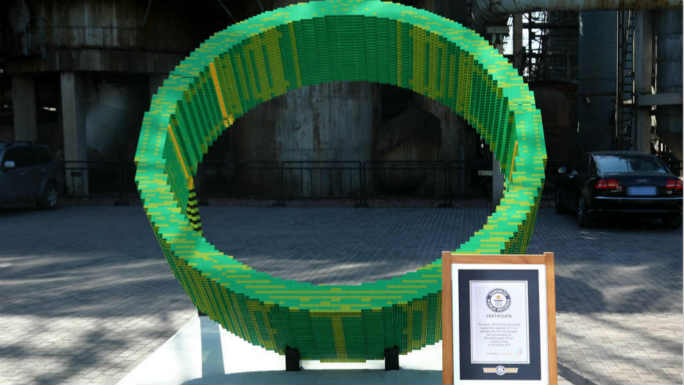 45,000 bricks used to create largest LEGO® brick ring sundial for GWR Day