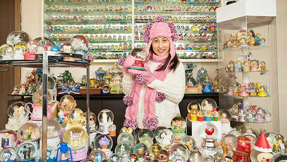 Christmas comes early for owner of the world's largest collection of snow globes