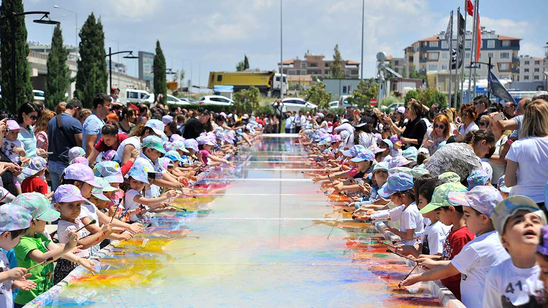 In pictures: 400 kids get creative for record attempt and the result is stunning