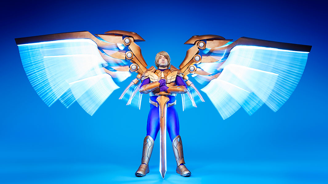 810590ce5 Video: Cosplayer creates enormous mechanical wings inspired by League of  Legends