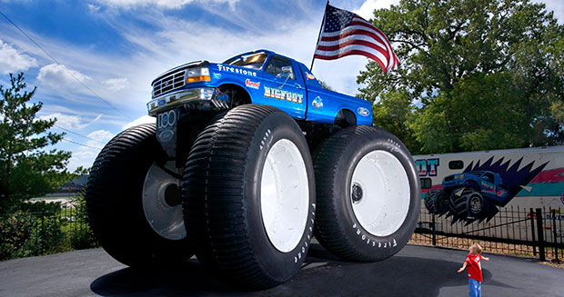 video 9 8 metre long monster truck storms into guinness world records 2017 book guinness. Black Bedroom Furniture Sets. Home Design Ideas