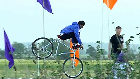 Video Classics: Indian bicycle trick rider sets stoppie world record