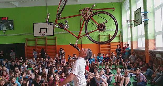 Longest duration balancing a bicycle on the chin Ashrita Furman