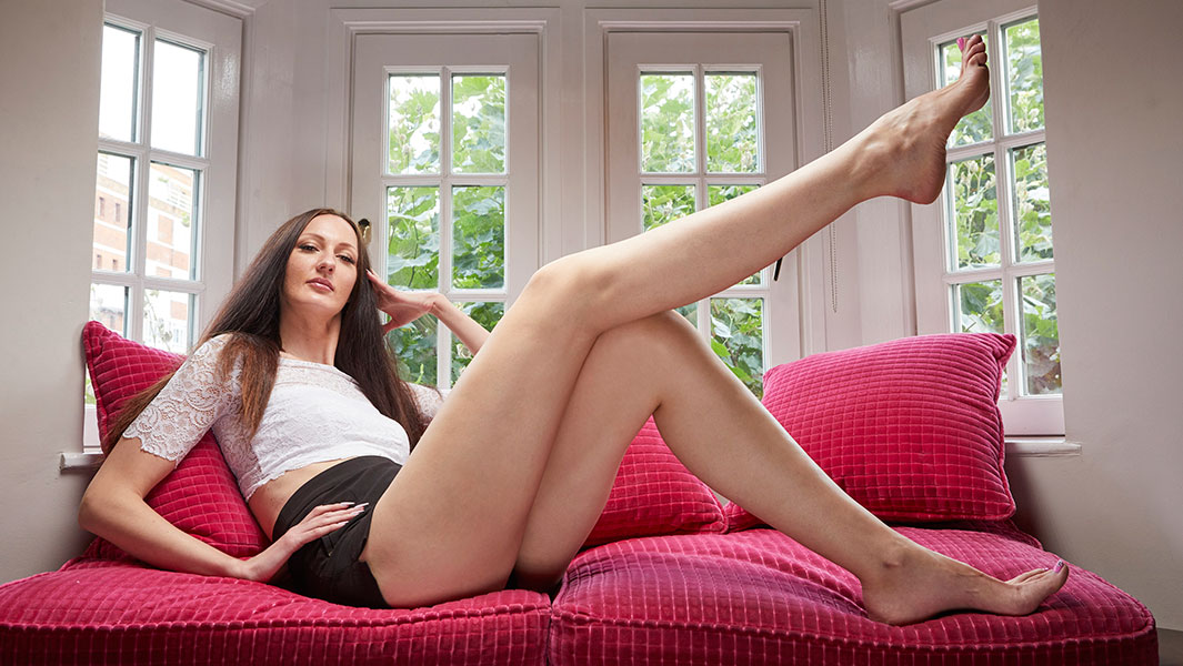 "Video: Meet the 6' 9"" Russian model with the world's longest legs"