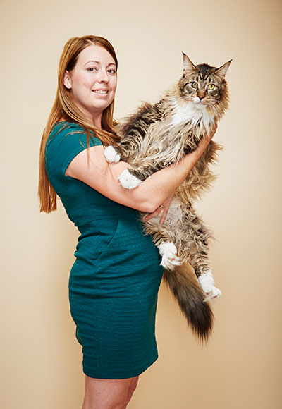 Longest living cat Ludo and owner Kelsey
