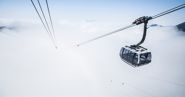 Longest non-stop three-rope cable car in snow
