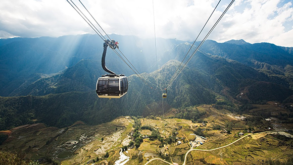 Longest non-stop three-rope cable car in the world opens in Vietnam
