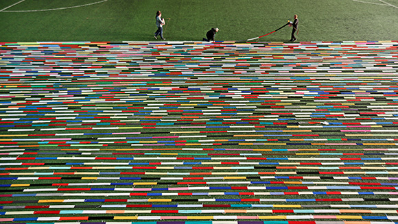 (VIDEO) World's longest knitted scarf unfurled for GWR Day 2013