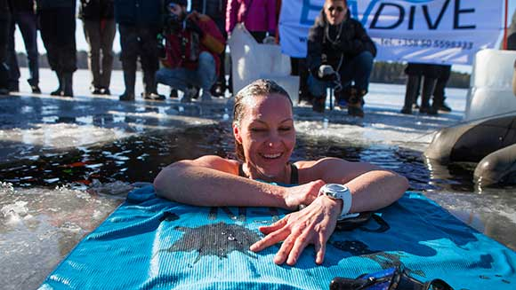 Video Classics: Finnish free-diver sets record swimming under frozen lake
