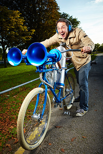 Video Get Blown Away By The World S Loudest Bicycle Horn