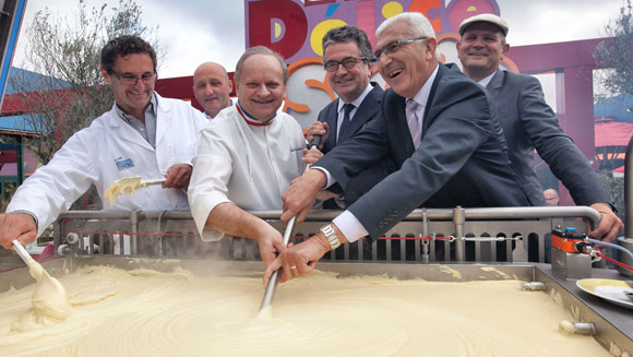 Chef Joël Robuchon helps cook up largest serving of mashed potatoes in France - video