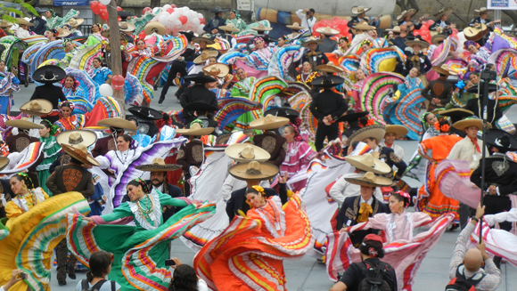 Video: Mexican dancers set new world record in Guadalajara