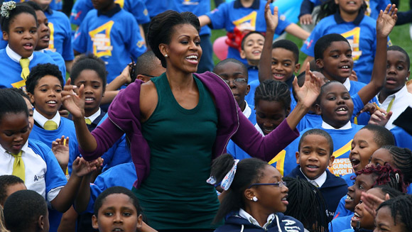 Video: Michelle Obama jumps for world record at The White House