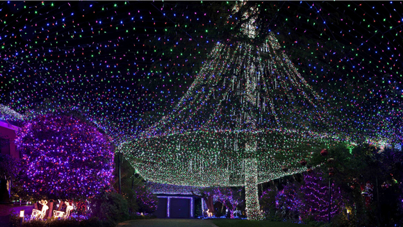 Video: Confirmed - Australian couple take Christmas lights world record