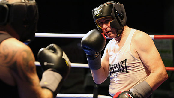 Aussie businessman fights 127 consecutive boxing rounds to set record and raise money for charity