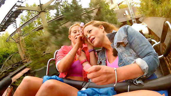 Video Classics: German twins set record applying hair rollers while riding rollercoaster