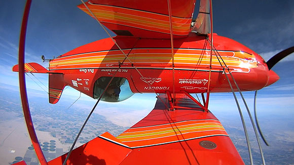 Video: Watch American aerobatics pilot smash most inverted flat spins in an aircraft record