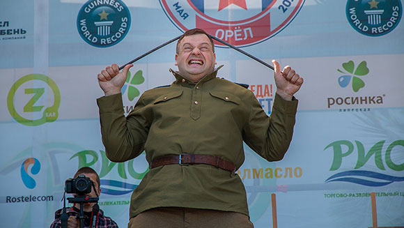 Video: Watch Russian strongman Alexander Muromskiy break Most iron bars bent with the head world record