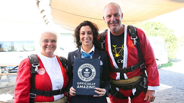 Most tandem parachute jumps in eight hours GWR