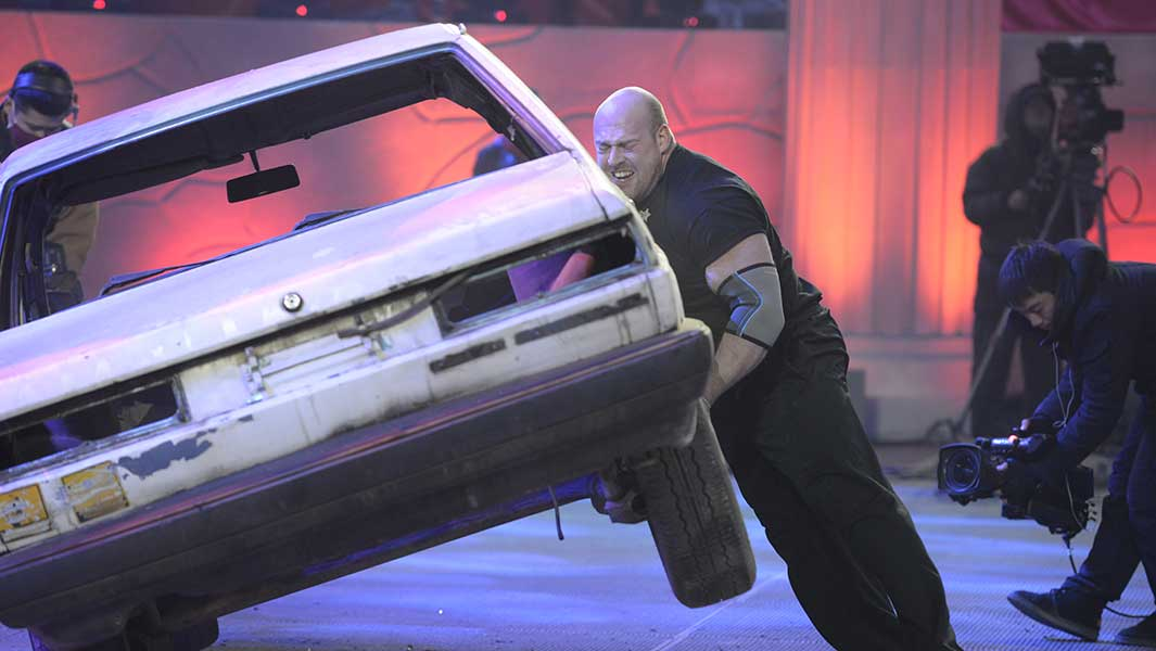 Video: World\'s Strongest Man competitor rolls car 13 times to smash ...