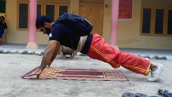 Video: Pakistani martial artist sets intense two finger push ups world record