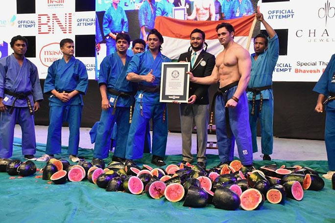 Most watermelons chopped on the stomach in one minute certificate presentation