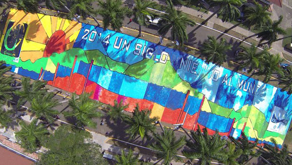 Thousands of children celebrate 100 years of Panama Canal with painting record