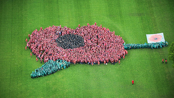 Students set largest human flower record to commemorate 100th anniversary of WW1