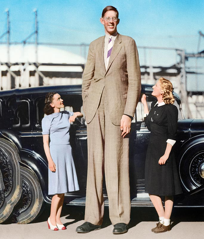 on this day in 1918 the tallest man in the world is born
