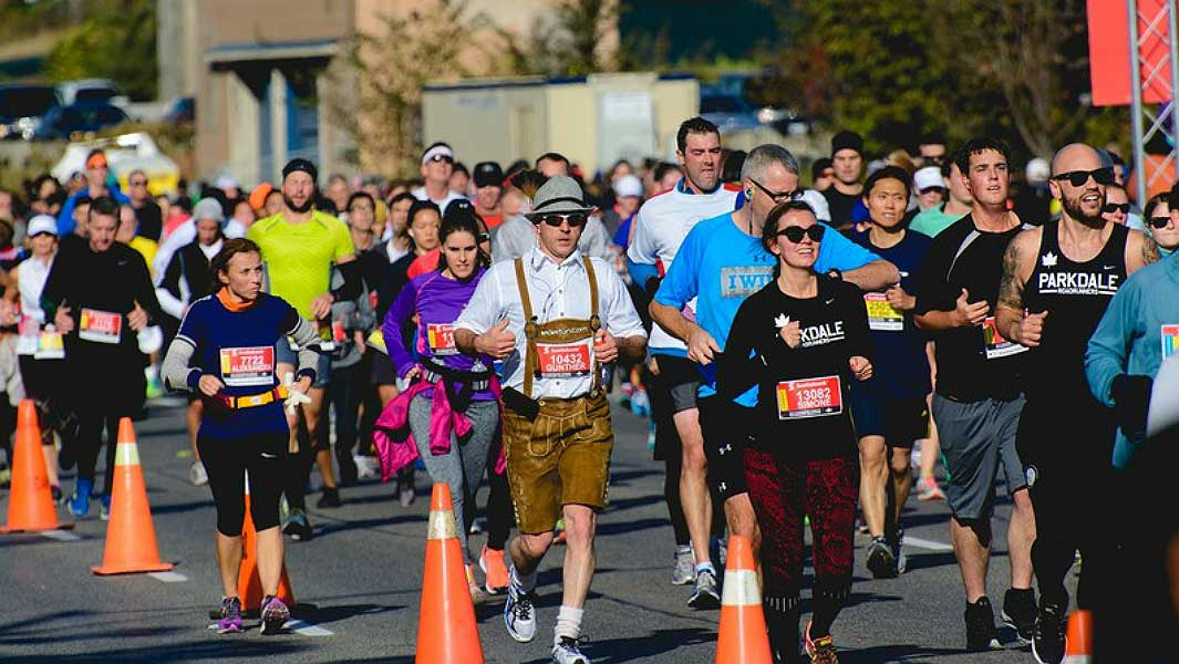 Meet the runners racing for Guinness World Records titles at the Scotiabank Toronto Waterfront Marathon