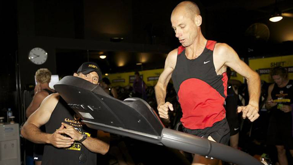 Runners smash 100km team treadmill world record in Australia