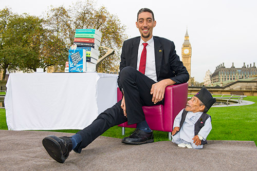 UK_Tallest-&-Shortest-men-meet-(2).jpg