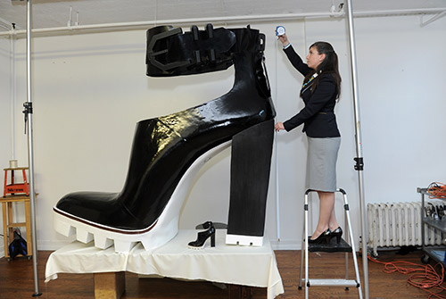 USA_The-largest-high-heeled-shoe.jpg