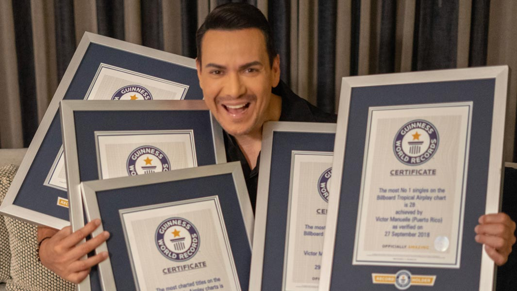 Victor Manuelle and his certificates