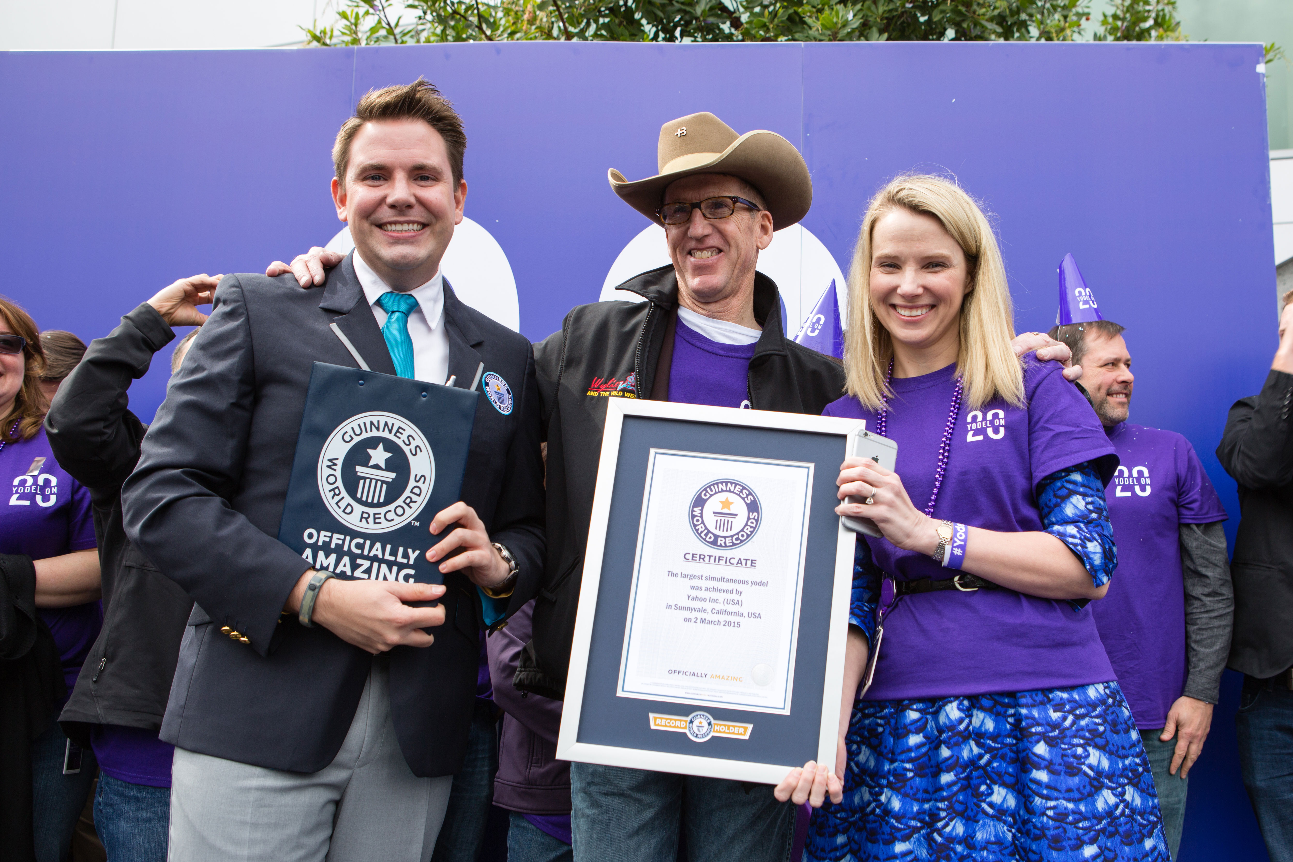 Marissa Mayer Yahoo yodel world record attempt certificate presentation