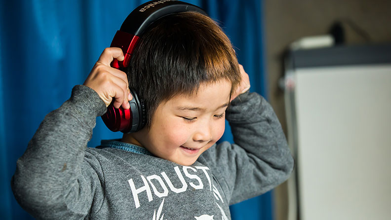 Video Six Year Old Japanese Boy Becomes Worlds Youngest Club Dj